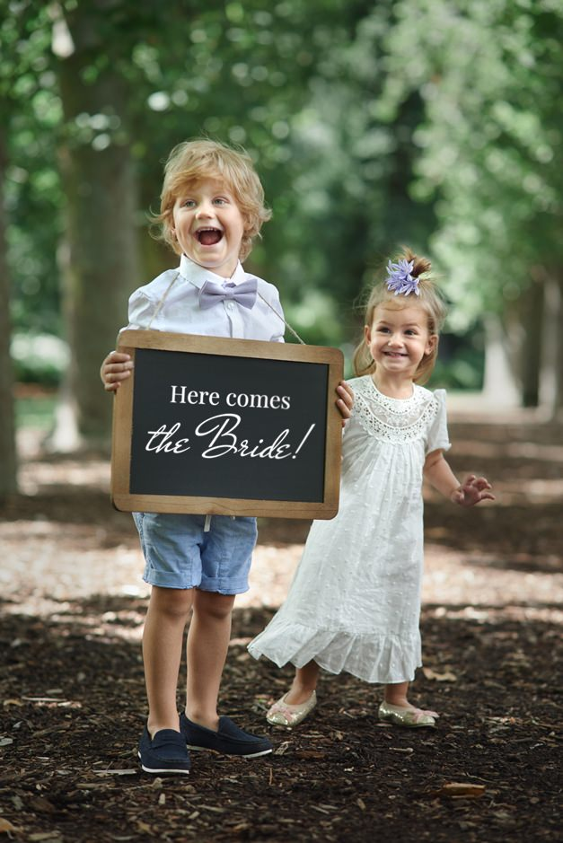 kids-funny-sign-wedding
