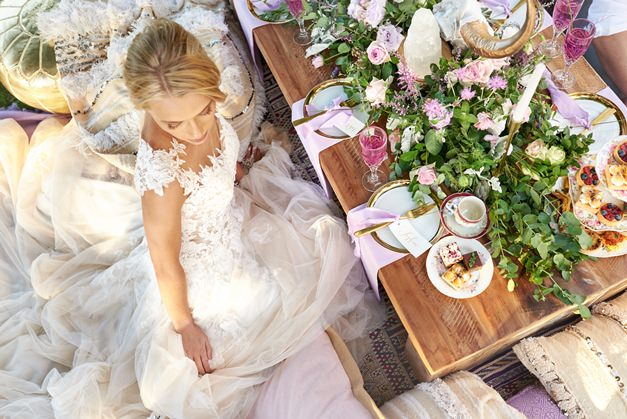 bride-enjoys-tea