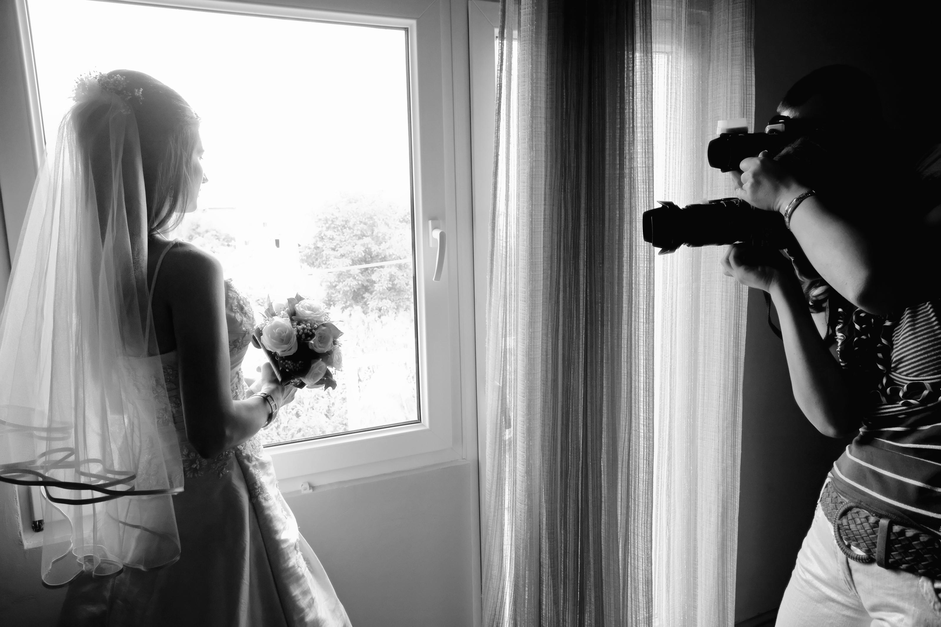 Wedding planning taking pre wedding photos