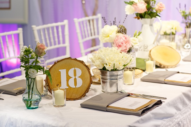 tree stump rustic wedding tablescape