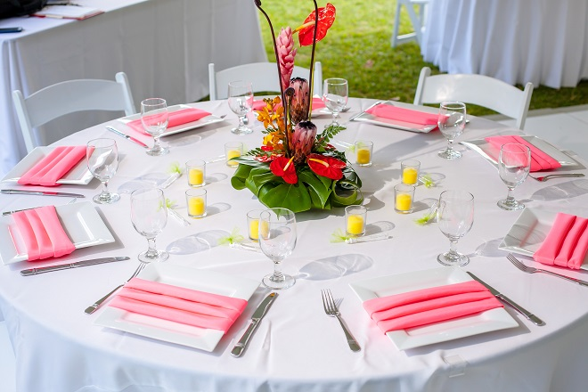 wedding table setting for outdoor wedding reception
