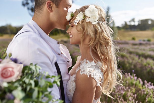 couple-kissing-married